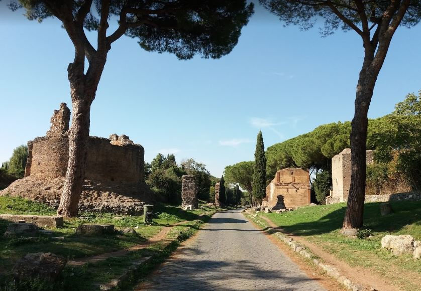 Античная Аппиева дорога содержит достопримечательности Рима