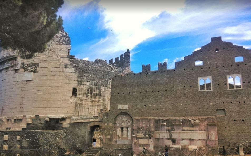 Аппиева дорога - руины замка