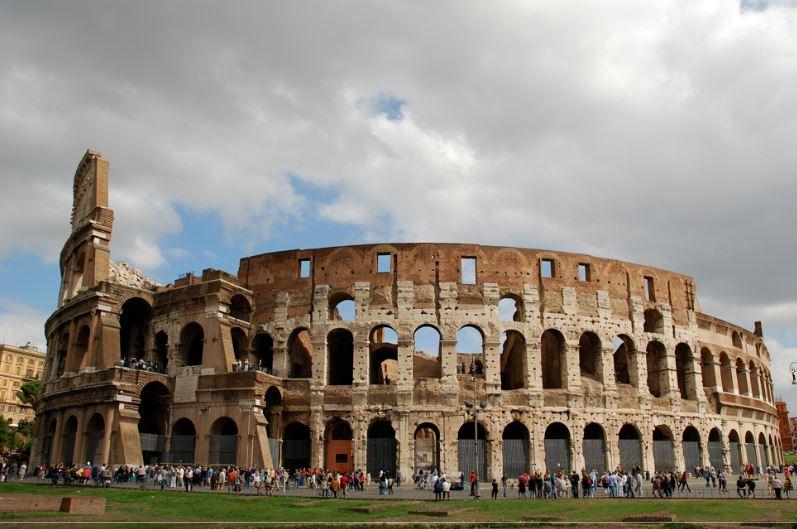 Колизей расположен в Челио - районы Рима