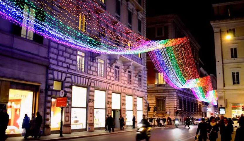 Рим в декабре украшен