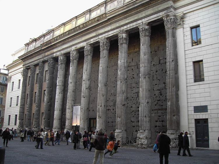 Храм Адриана в Риме