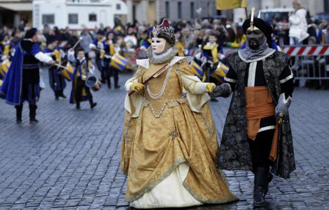 Яркие карнавальные шествия