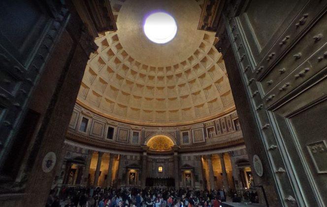 Вход в Пантеон в Риме