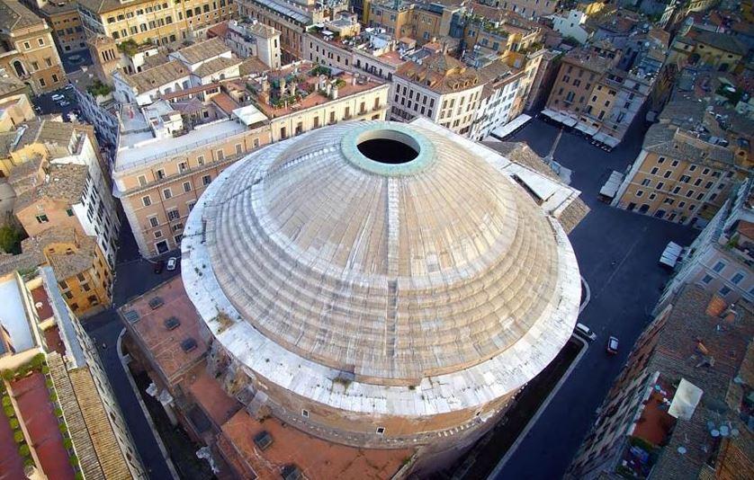 Вид на римский Пантеон сверху