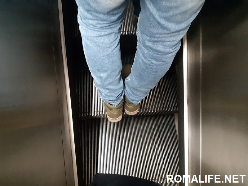Эскалаторы в метро в Риме