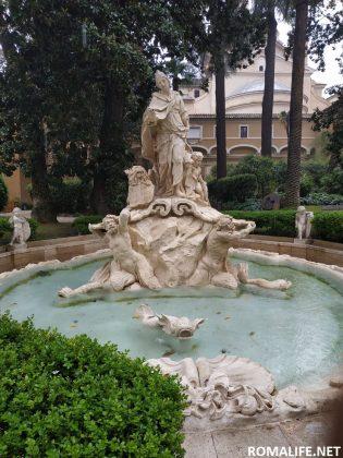 Фонтан у дворца Венеция