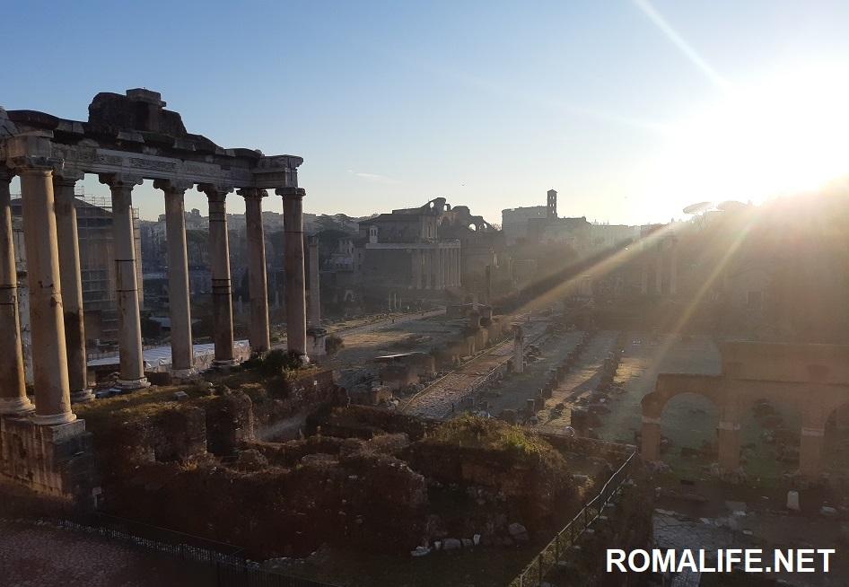 Храм Сатурна на форуме в Риме