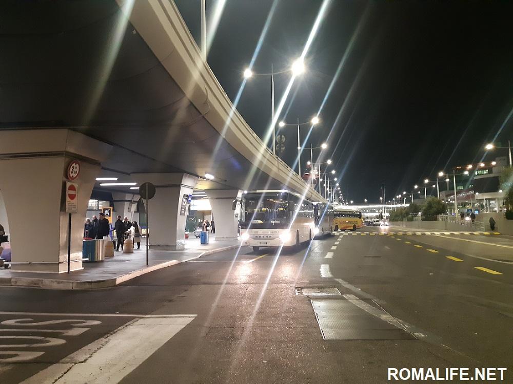 Автобусы в аэропорту Фьюмичино