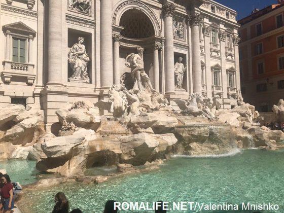 Фонтан Треви в Риме в апреле
