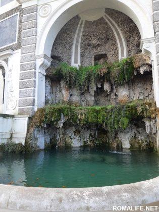 Красивые фонтаны на Палатине