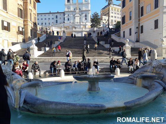 Испанская лестница и фонтан