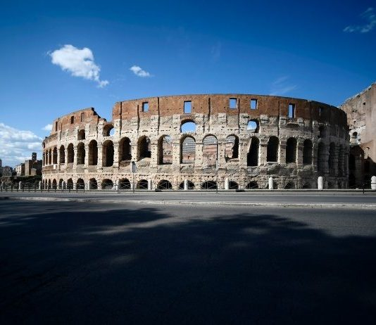 Коронавирус в Риме - пустой Колизей