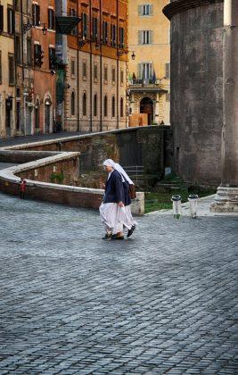 Монахини в Риме