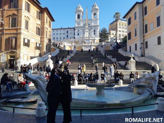 Испанская лестница и фонтан в Риме