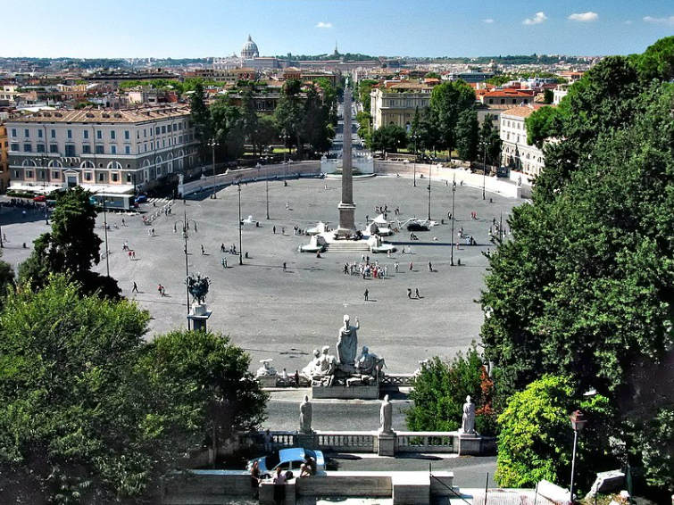 Народная площадь Рим